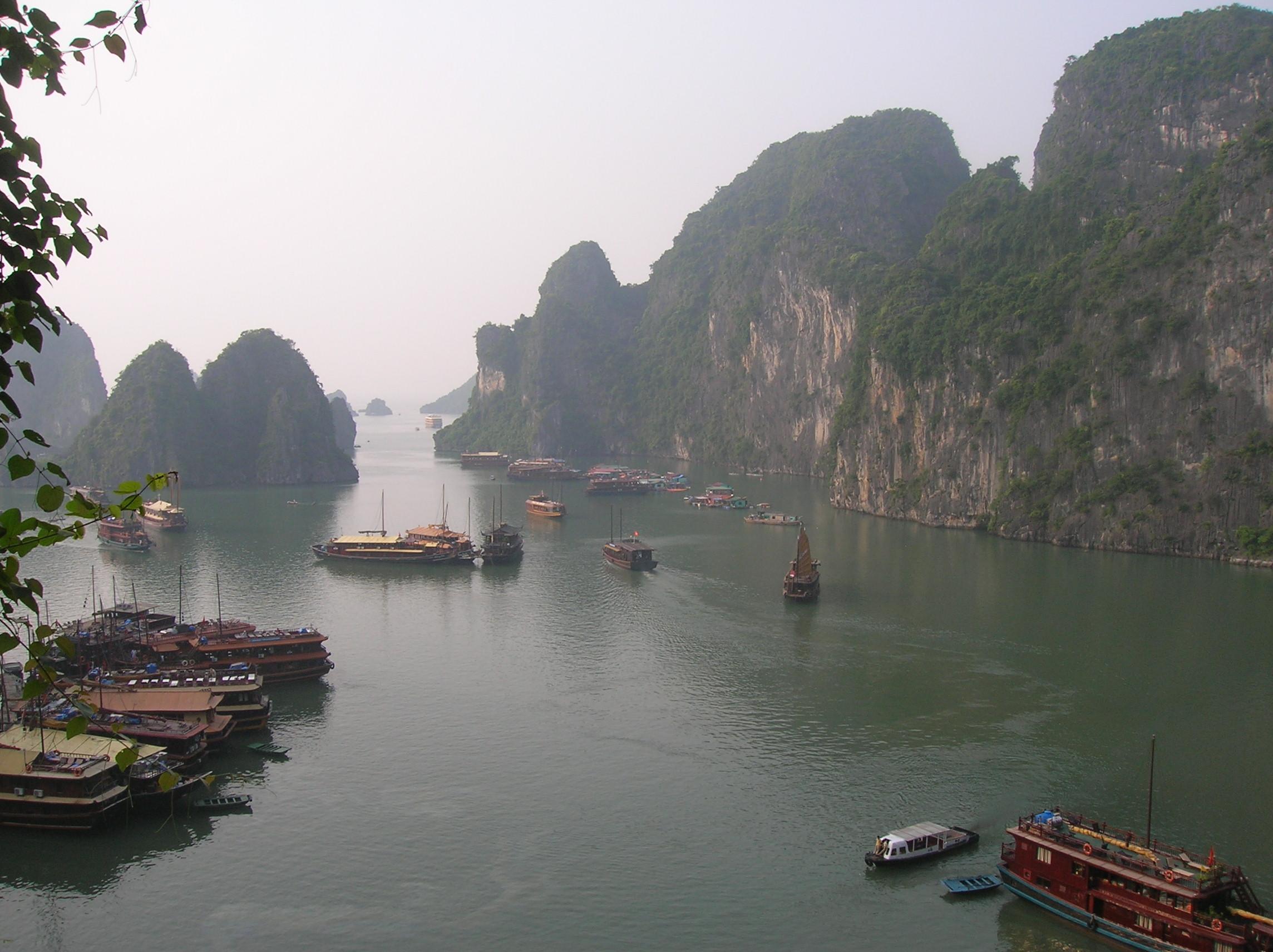 Lohval: Guía: Vietnam: La Bahía De Halong Y Ninh Binh